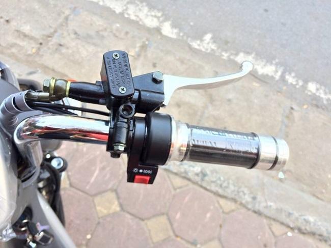 Tay ga xe đạp điện bị kẹt